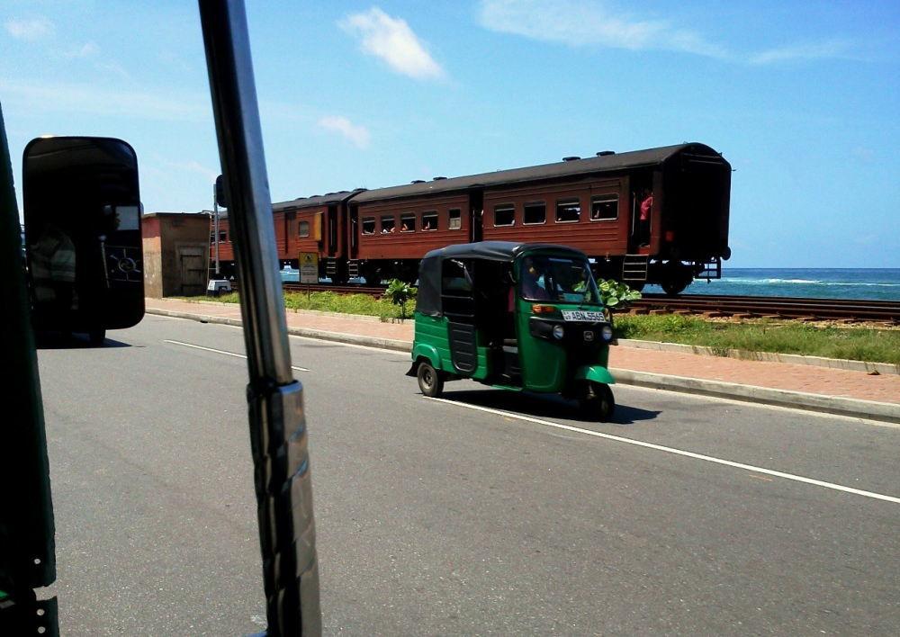 スリランカの道路、交通事情